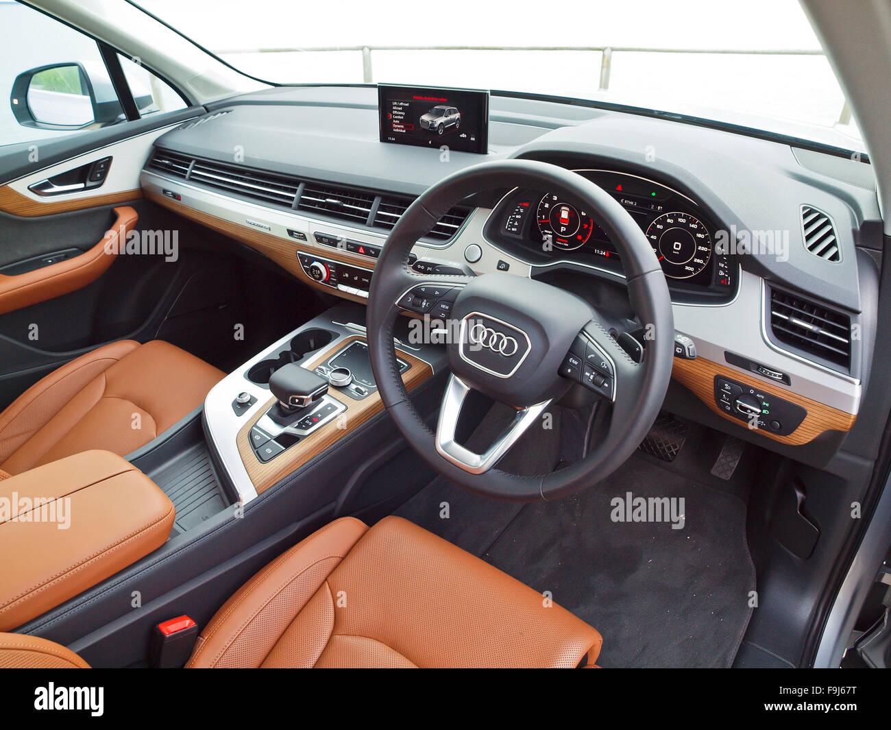 Audi Q7 Interior Stock Photos & Audi Q7 Interior Stock Images - Alamy