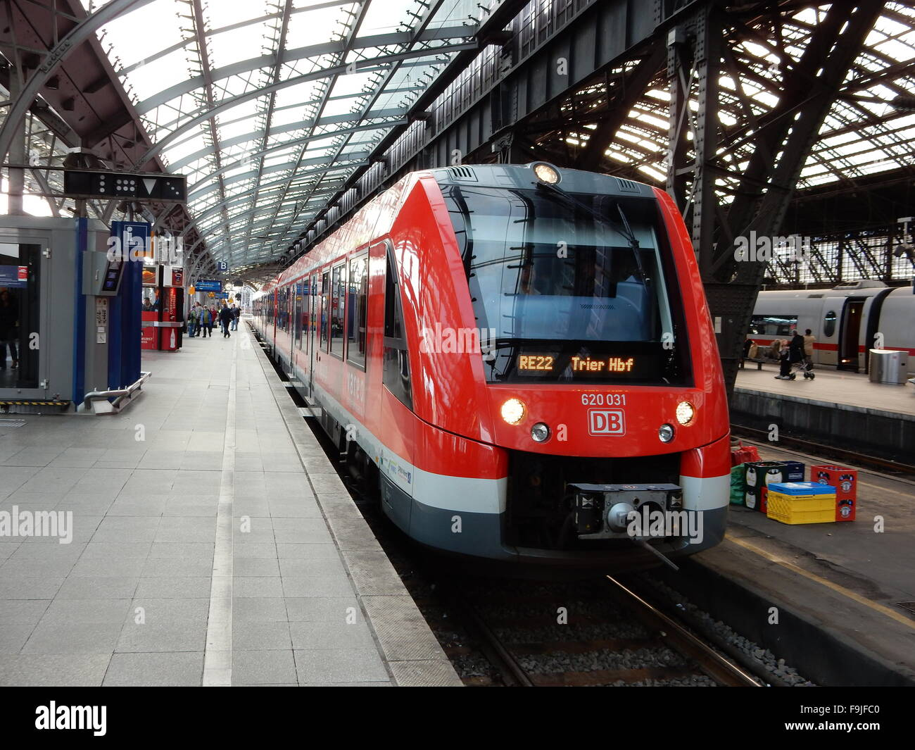 Central Station, Cologne, Germany, with a train at the platform - Stock Image