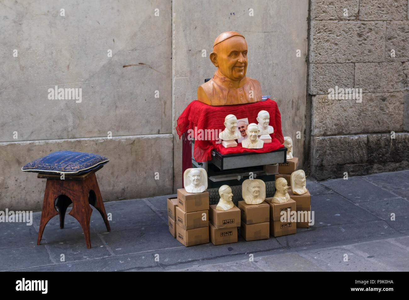 Busts of Pope Francis on sale in Genova, Italy. - Stock Image