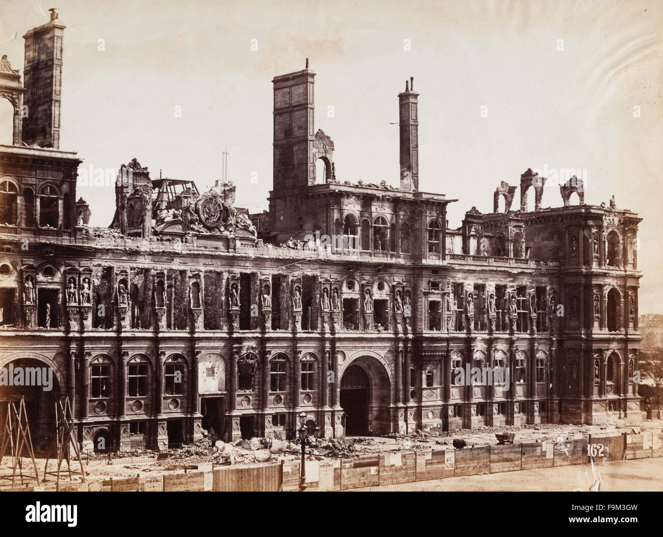 The ruins of the Hôtel de Ville (City Hall), Paris, France, in September 1871. The building was destroyed by - Stock Image