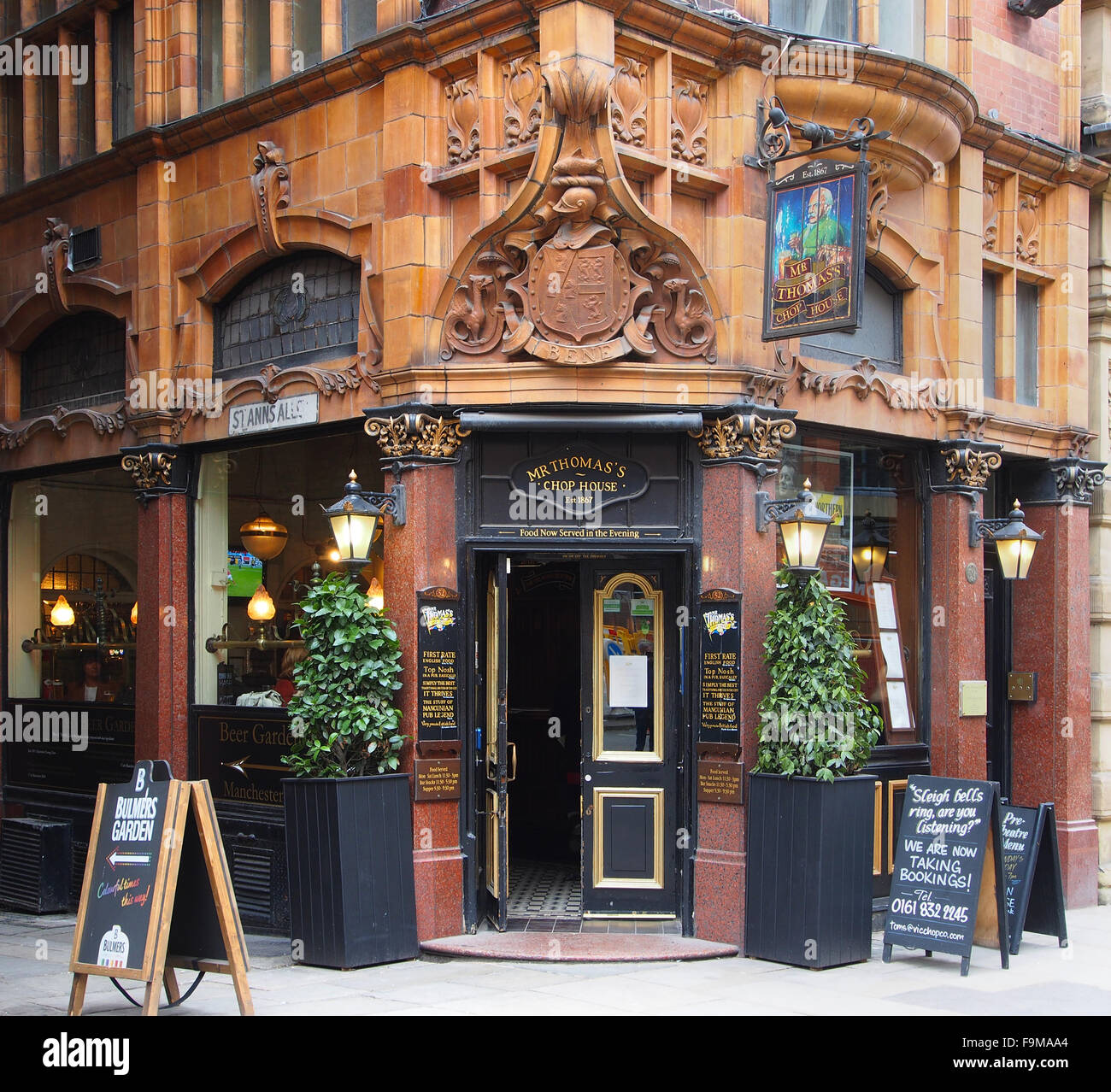 Mr. Thomas's Chop House, a public house first established in 1867, in Manchester city centre, UK. - Stock Image