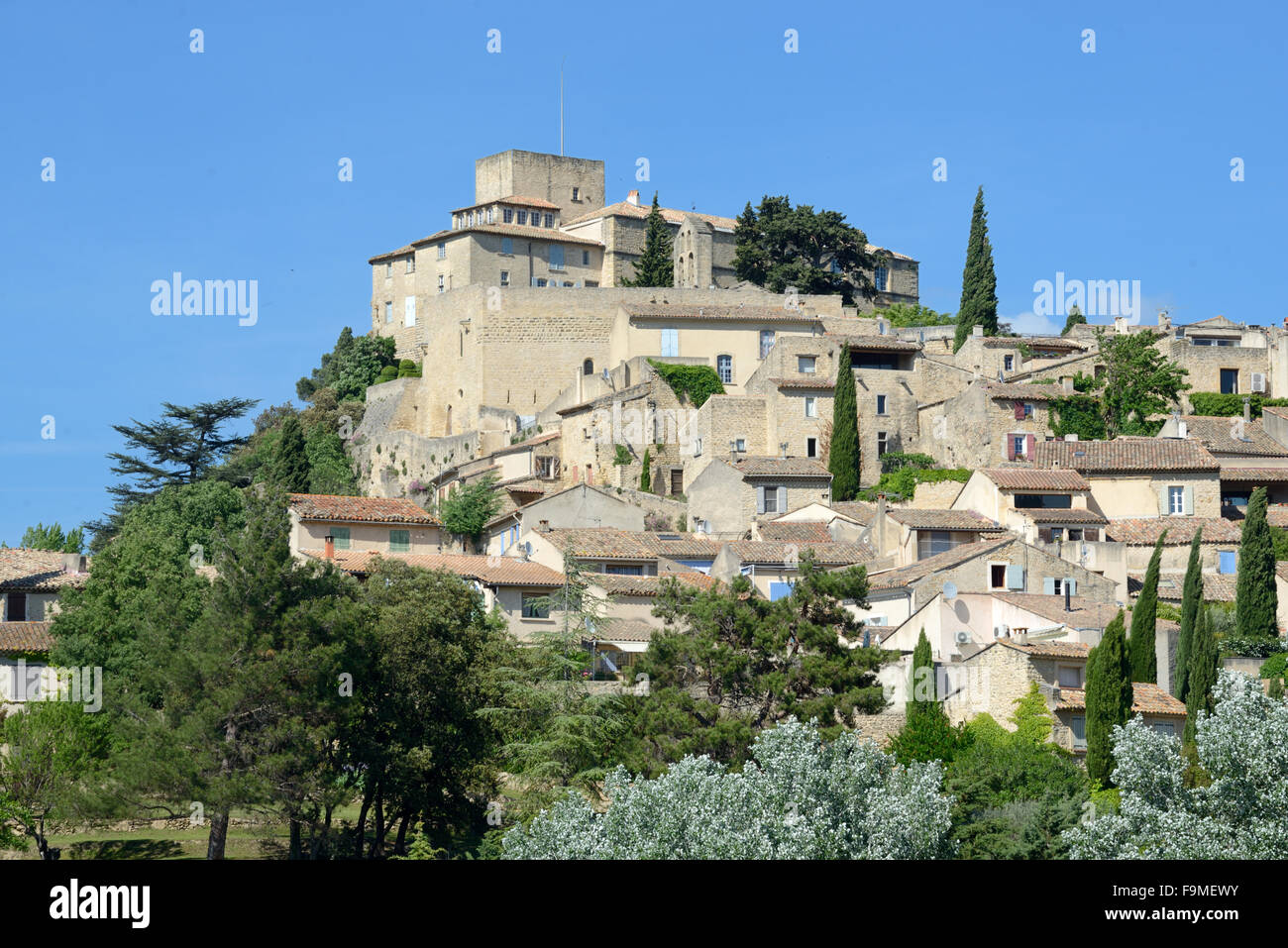 Hilltop Village of Ansouis in the Luberon Regional Park Vaucluse Provence France - Stock Image