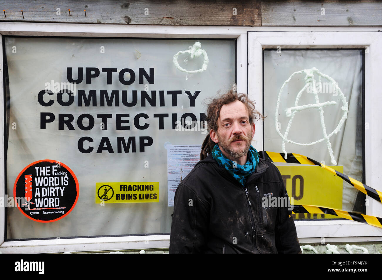 Upton, Chester, England. Thursday 17th. December 2015: A veteran of the Barton Moss anti-fracking camp protests - Stock Image