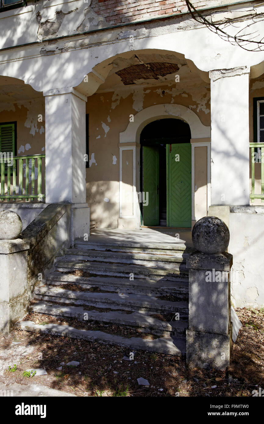 Ehemaliges Zollhaus Deutsch-Schuetzen, Burgenland. View of the entrance to abandoned house with damaged stairs. - Stock Image