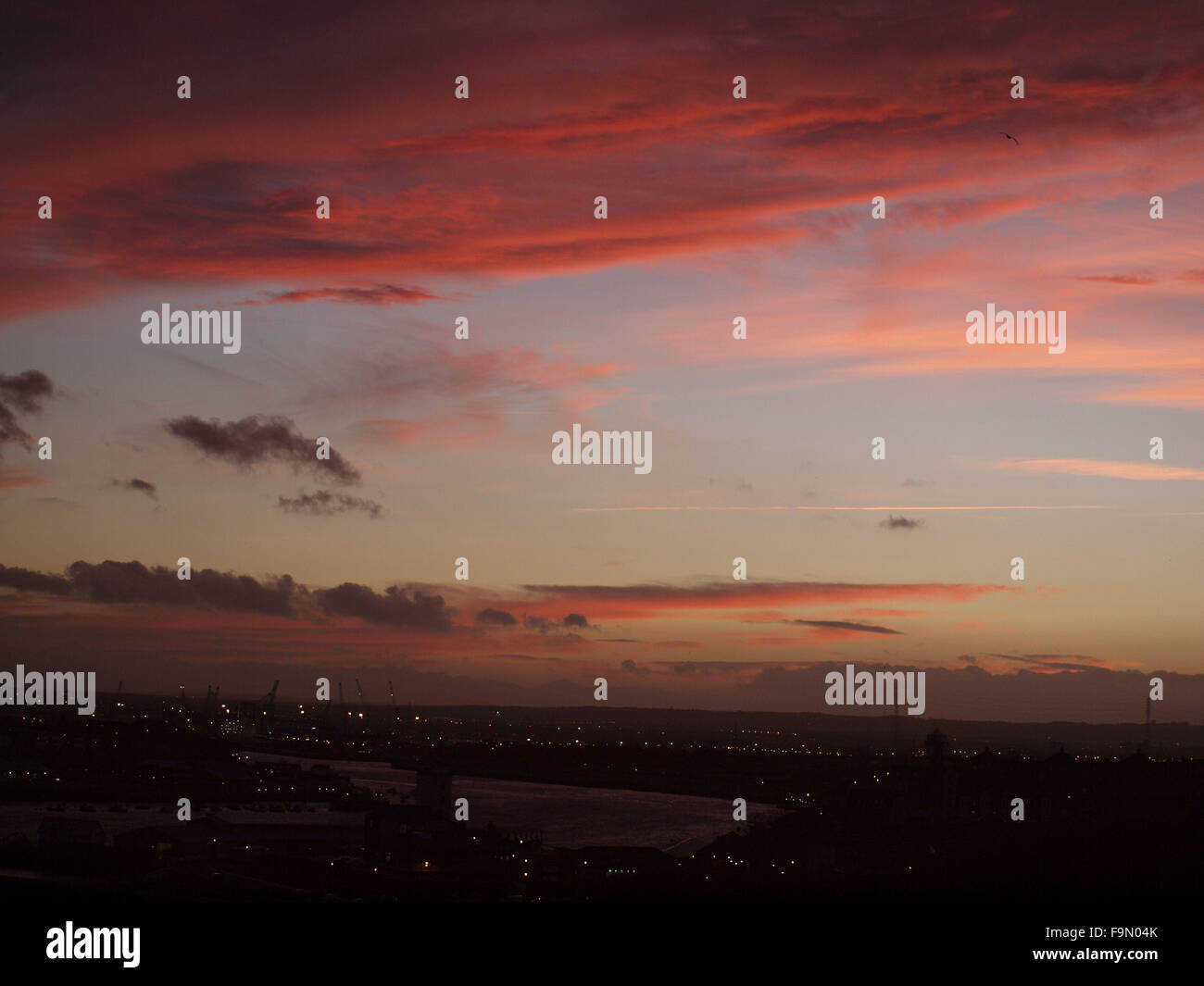 Newcastle Upon Tyne, 17th December 2015, Uk weather. A winters sunset over the river Tyne in North East England. - Stock Image