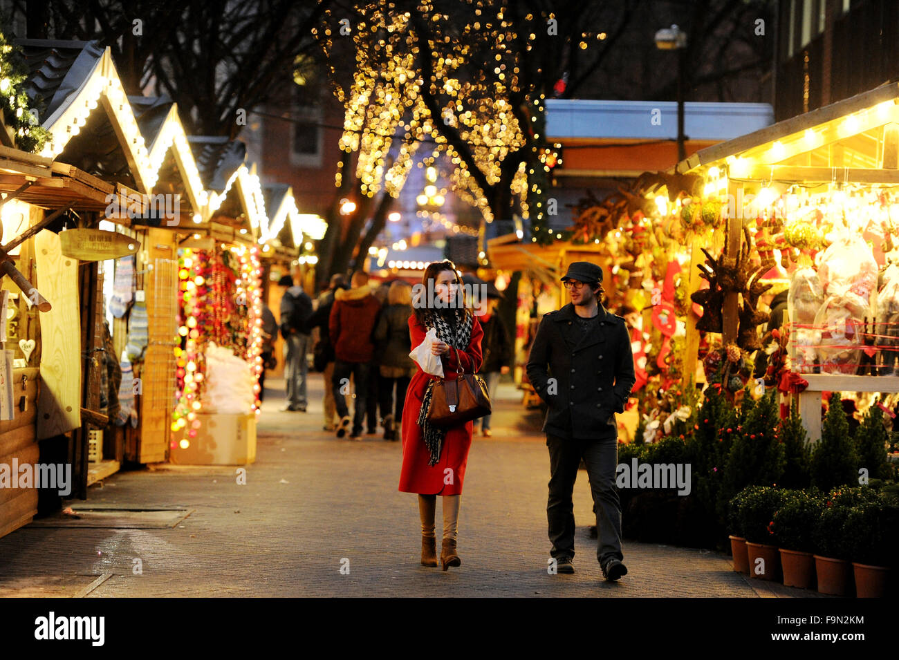 Manchester Christmas Market, Albert Square, Manchester. Picture by Paul Heyes, Monday December 14, 2015 Stock Photo