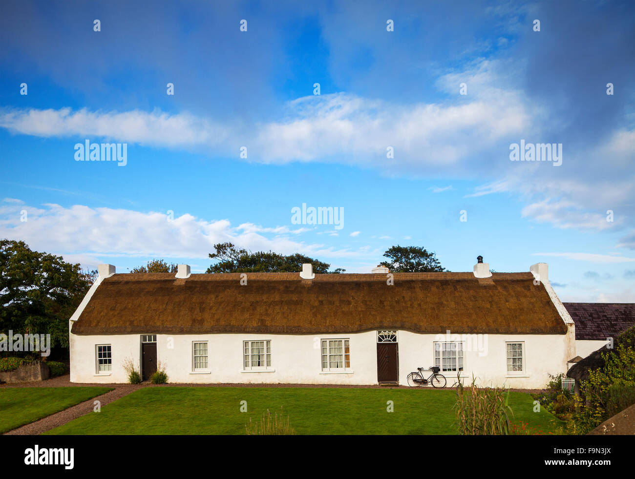 Hezlett's picturesque thatched cottage dating from 1690, Castlerock, County Derry or Londonderry, Northern Ireland - Stock Image