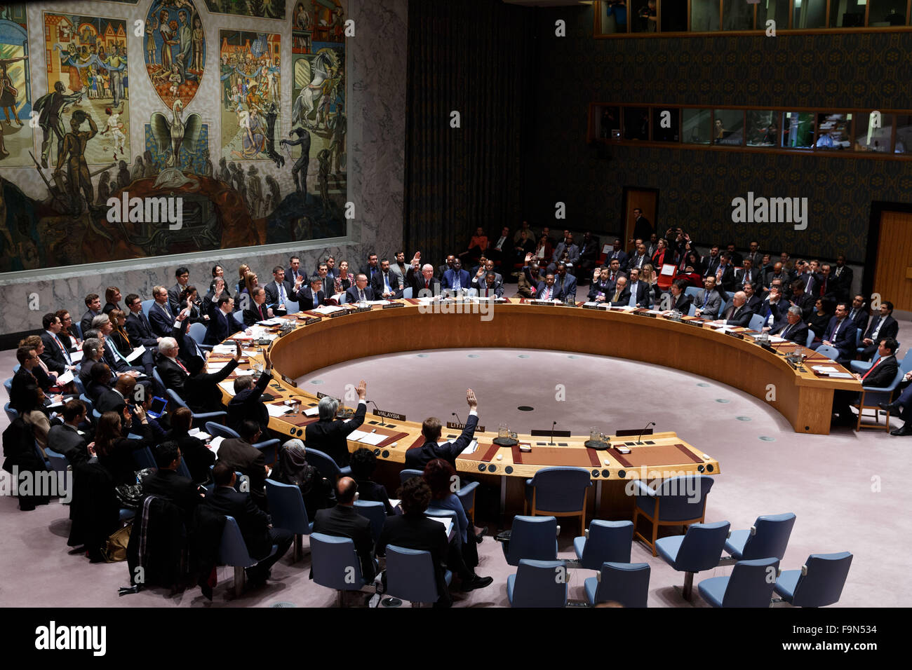 New York, USA. 17th Dec, 2015. Photo taken on Dec. 17, 2015 shows the UN Security Council unanimously adopting a Stock Photo