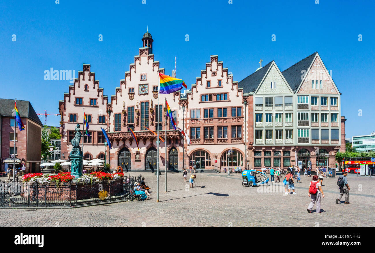 Germany, Hesse, Frankfurt,  Römerberg town square with Justice Well and City Hall in the Franfurt Altstadt - Stock Image