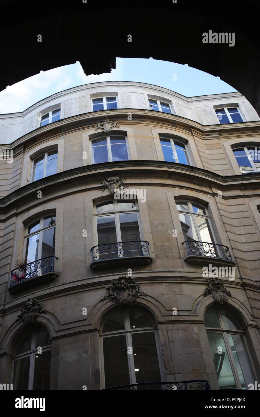 Building Within Courtyard Off Boulevard De Sebastopol   2nd Arrondissement    Paris   France   Stock
