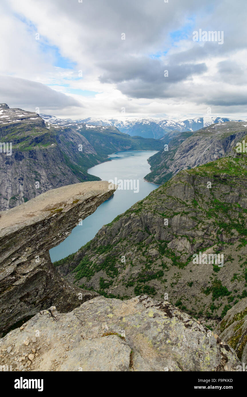 Vertical view on Troll's tongue (Trolltunga) rock above lake Ringedalsvatnet, Norway - Stock Image