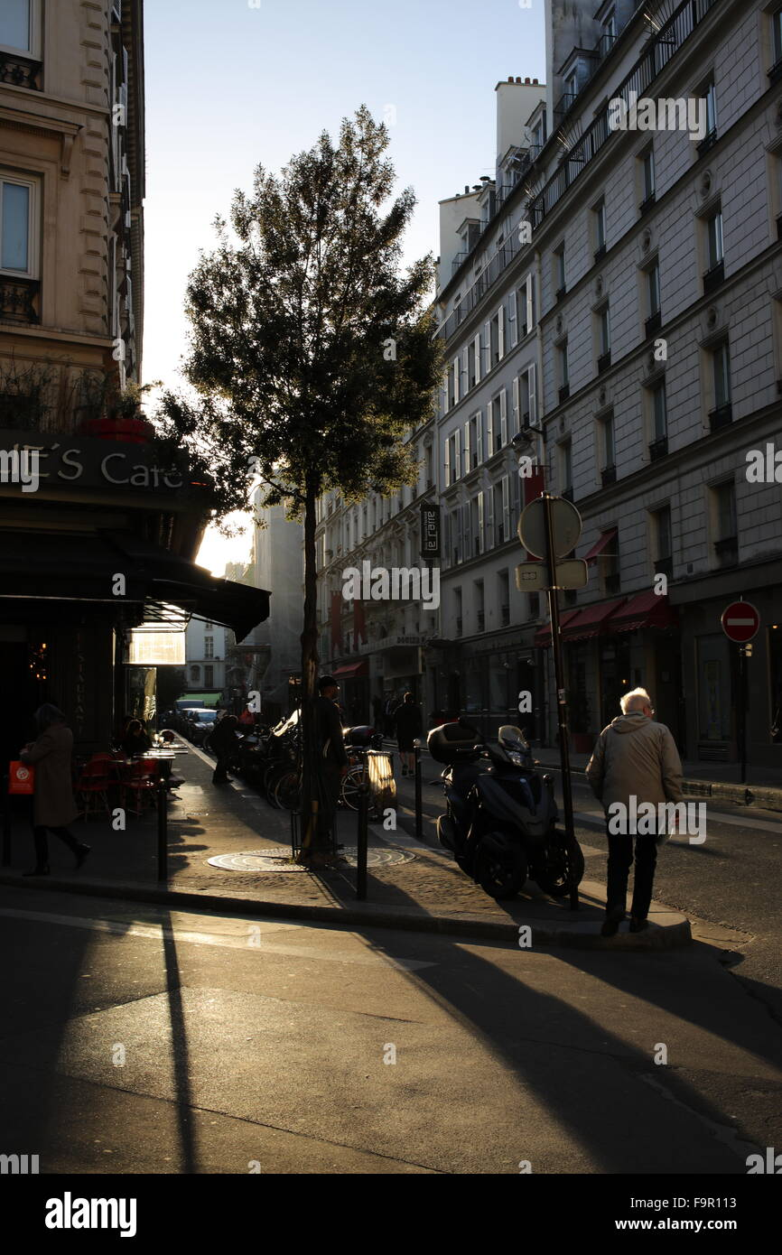 Square opposite les Folies Bergère - angle of rue Richer, rue Geoffroy-Marie and rue de la boule rouge - Paris - Stock Image