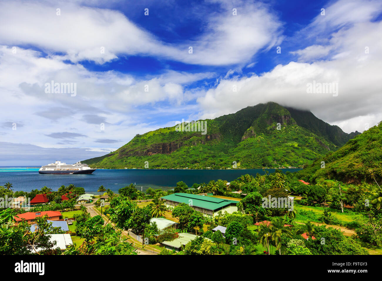 Moorea, French Polynesia. Opunoha Bay from the Magic Mountain. - Stock Image