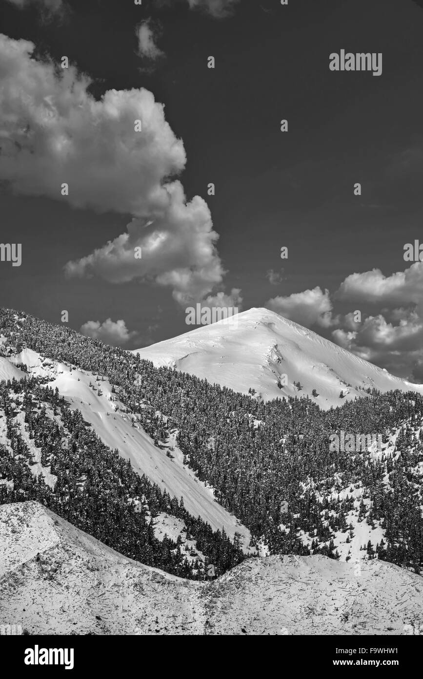 Panoramic view to the snow-covered summit of mountain Ghiona found in Fokida region, Central Greece - Stock Image