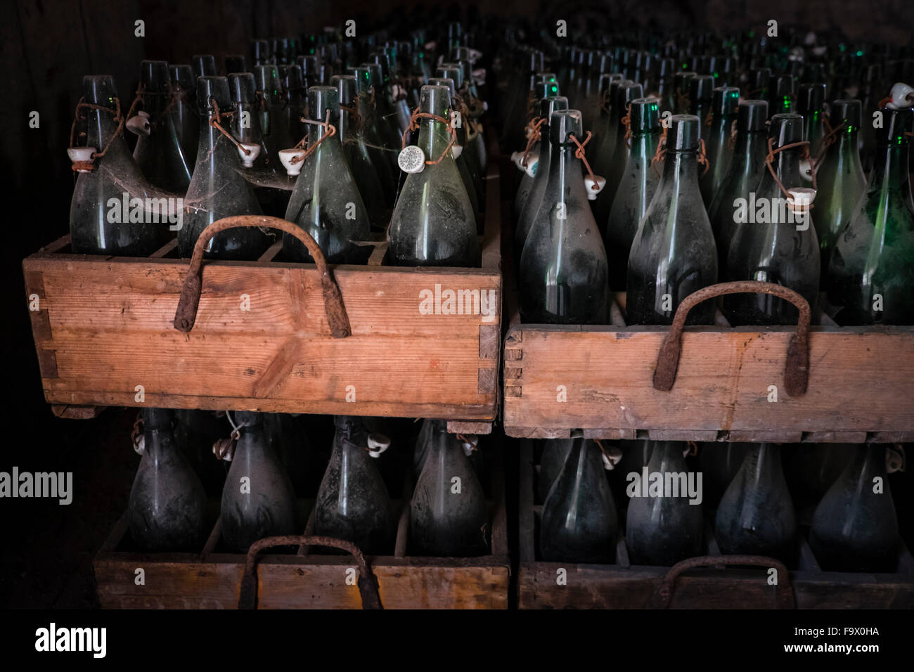Germany, Burghausen, old wooden beer crates with empty beer bottles at Raitenhaslach Abbey - Stock Image