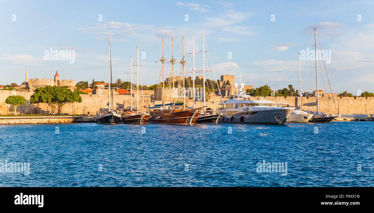 Greece, Rhodes, harbor, city wall and sailing ships - Stock Image