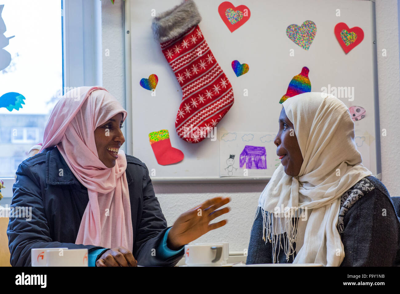 Schwerin, Germany. 14th Dec, 2015. Two refugee women from Somalia attend the Christmas party for refugee families - Stock Image