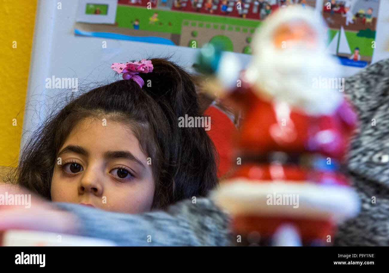 Schwerin, Germany. 14th Dec, 2015. Five-year-old Nisren from Syria attends the Christmas party for refugee families - Stock Image