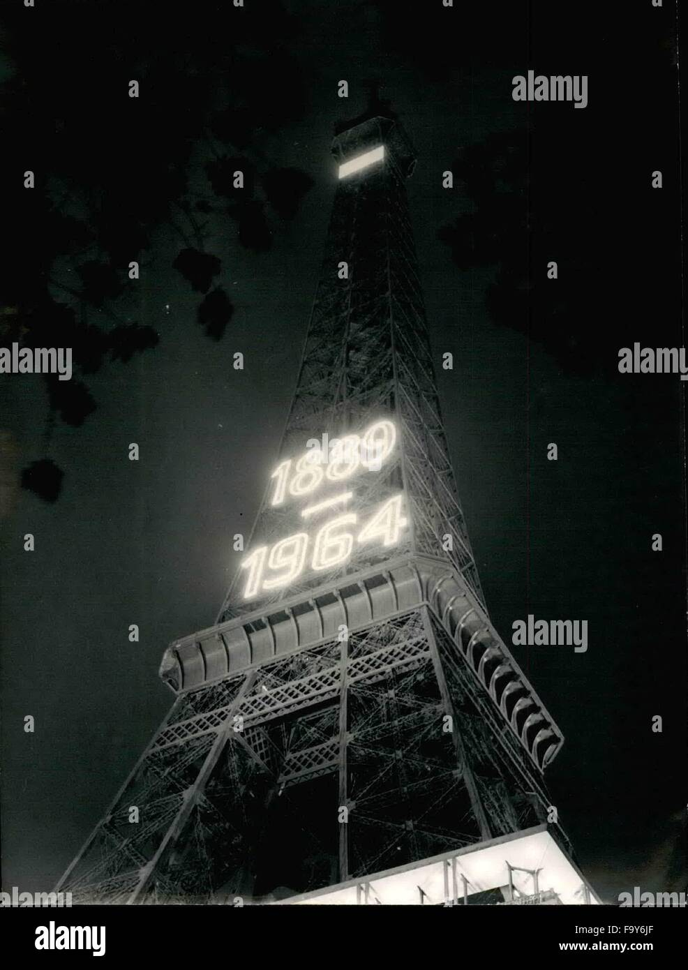 1964 eiffel tower freedom day independence day french happy new year keystone pictures usazumapresscomalamy live news