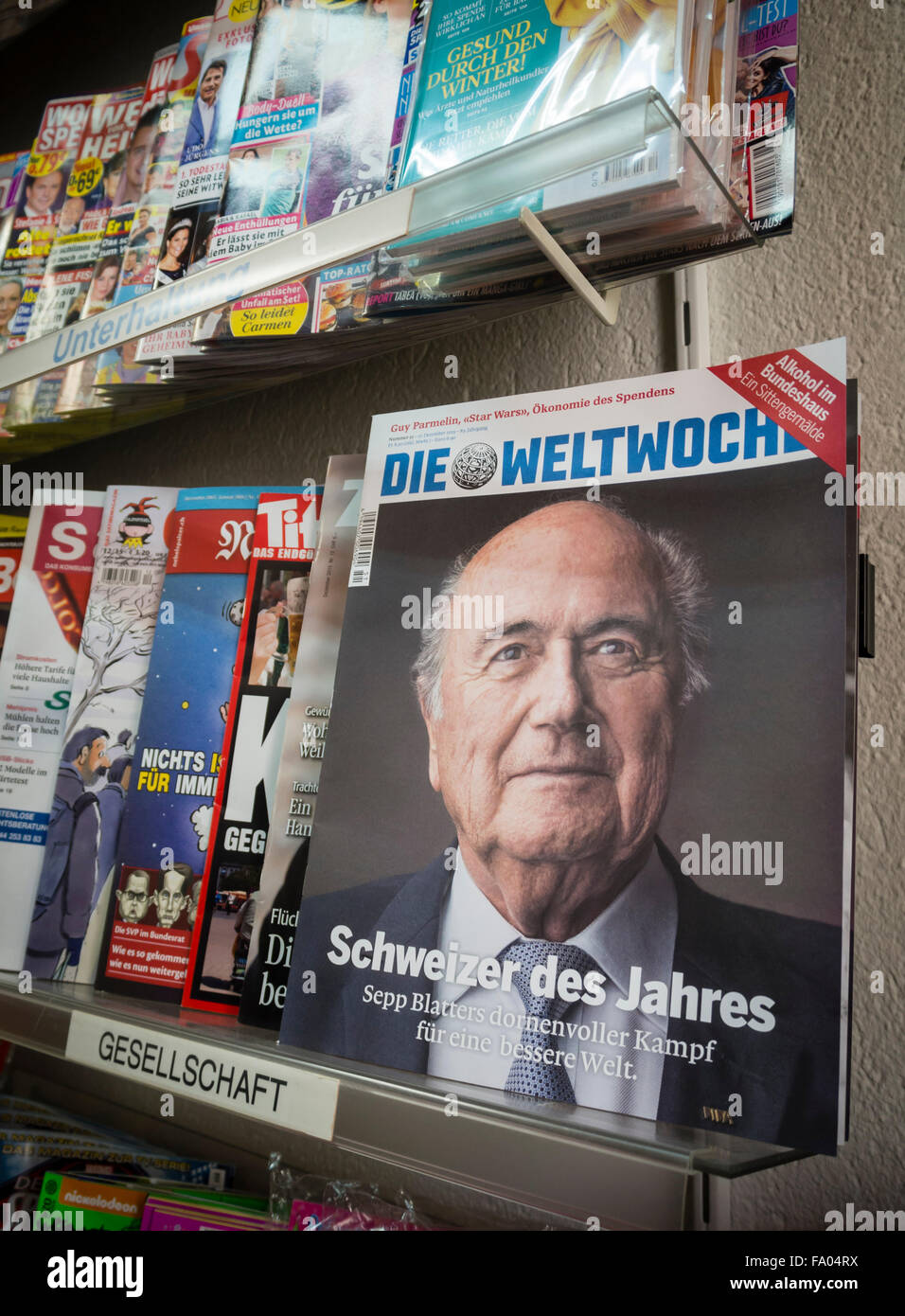 The portrait of suspended FIFA boss Sepp Blatter is featured on the cover of Swiss 'Weltwoche' magazine - Stock Image