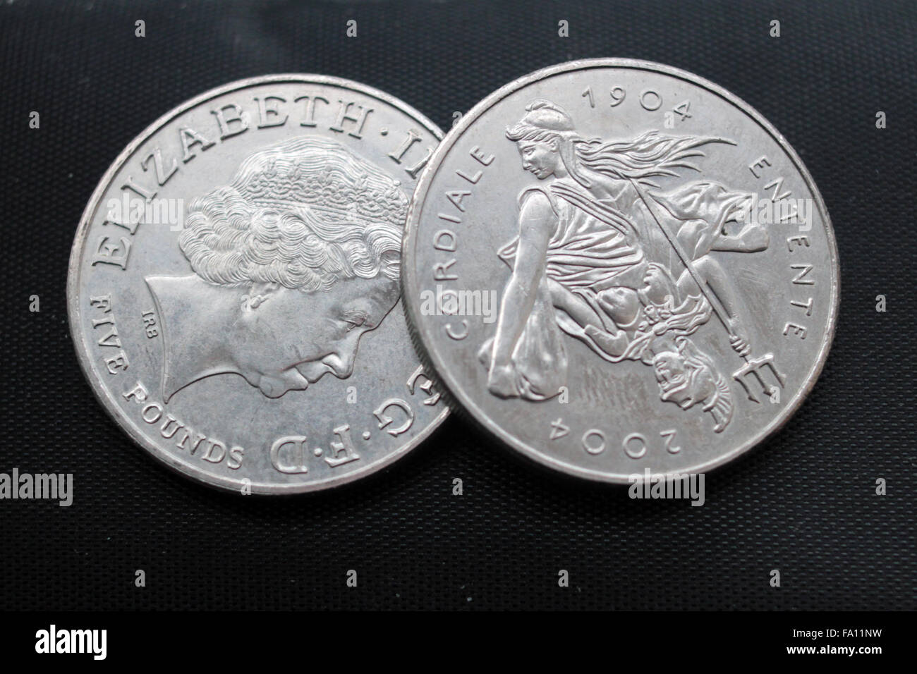 Obverse and reverse of British commemorative five pound coin - Stock Image