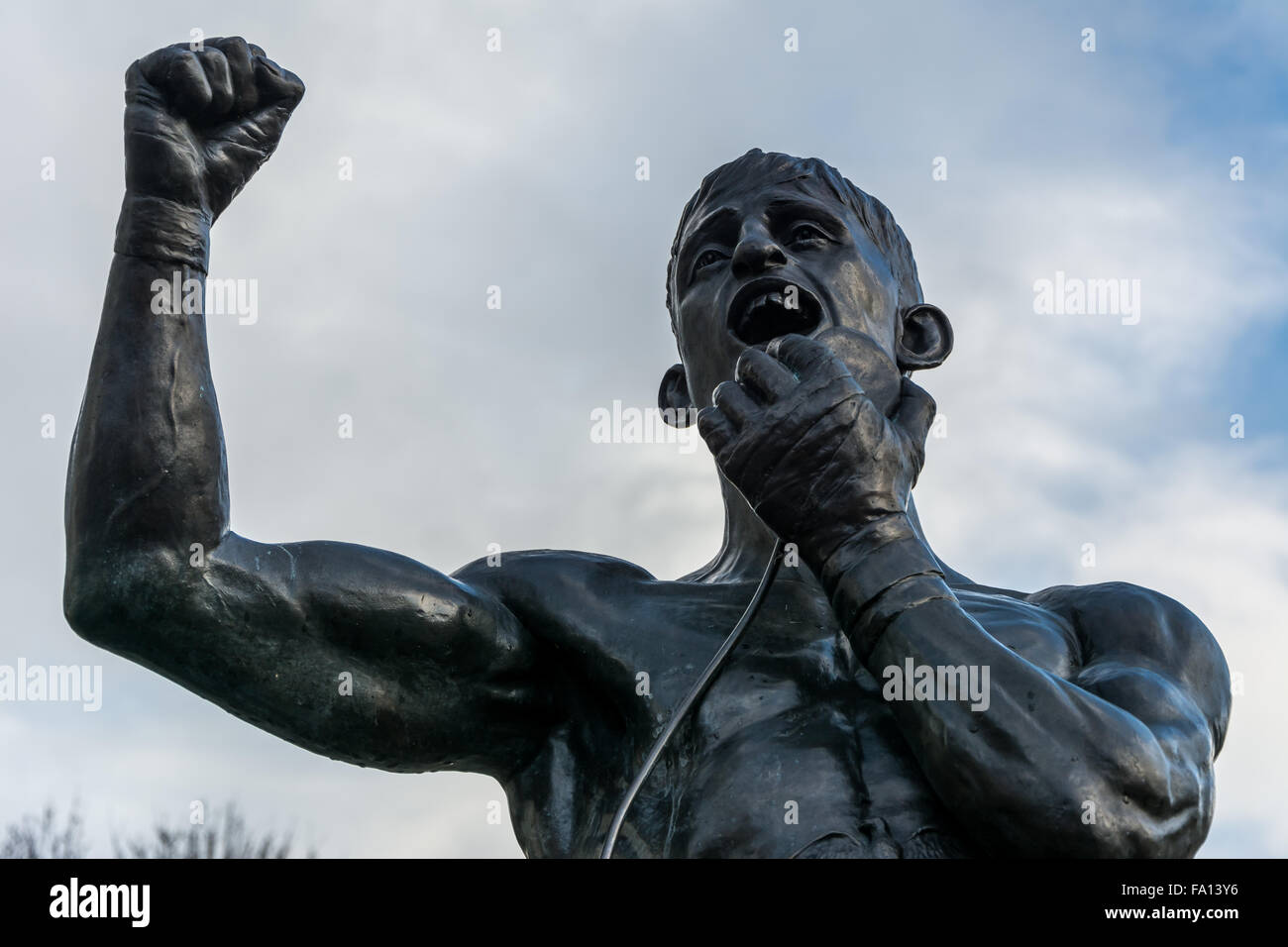 Statue unveiled in honour of boxing legend John 'Rinty' Monaghan in Belfast - Stock Image