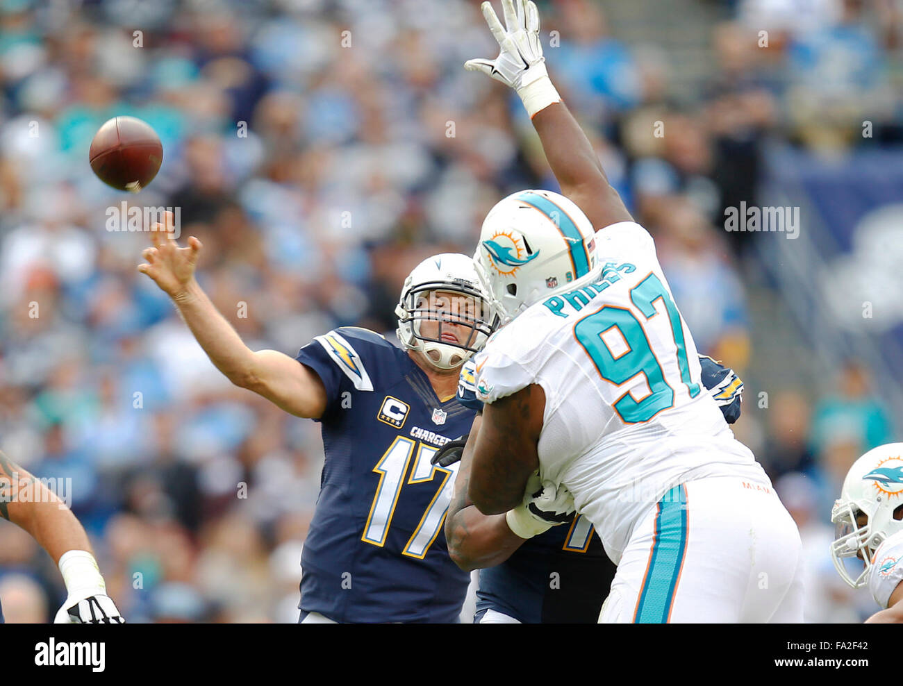 San Diego, CA, USA. 20th Dec, 2015. SAN DIEGO, CA -DEC. 20, 2015 - Chargers Philip Rivers airs it out to Dontrelle - Stock Image
