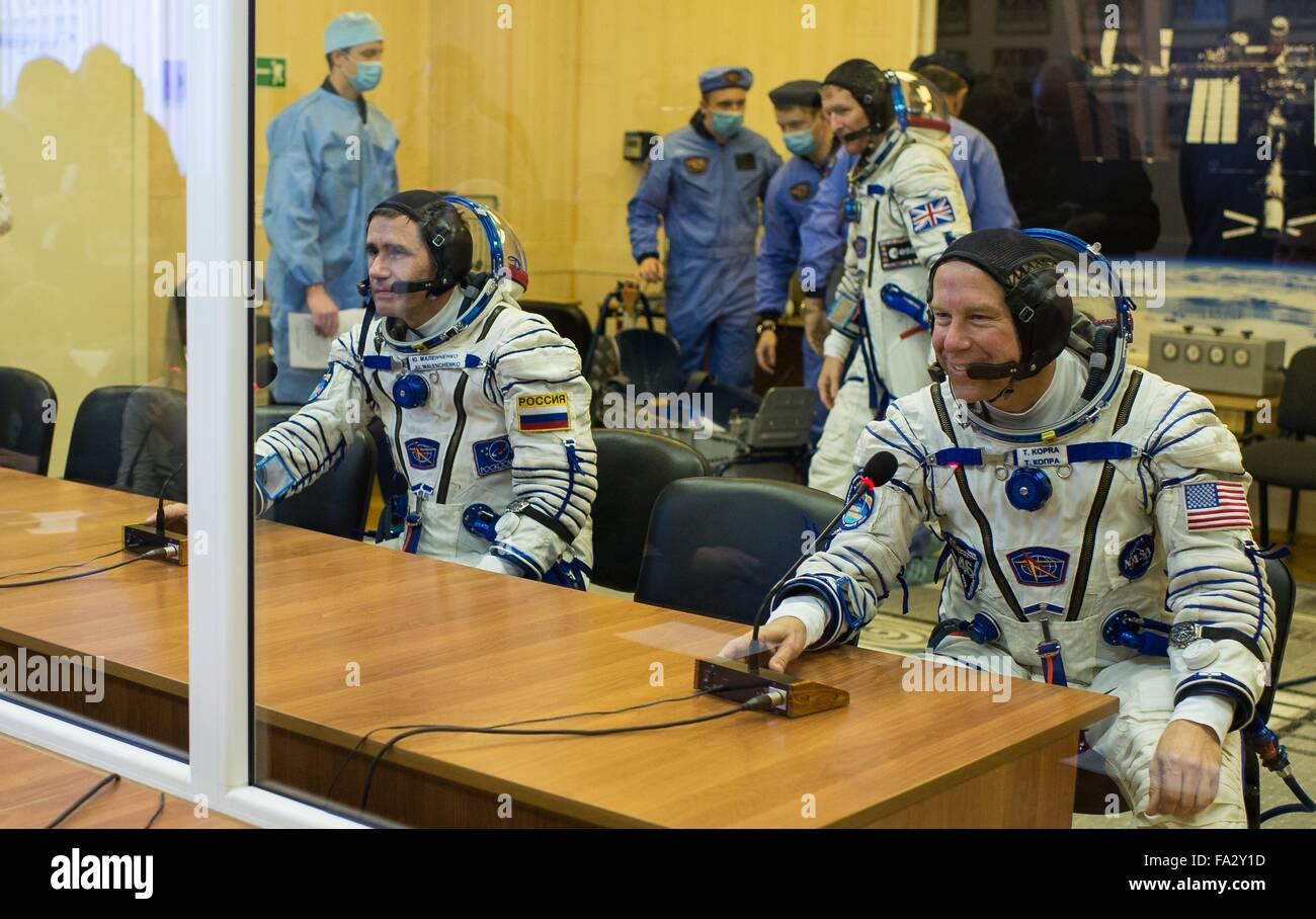 International Space Station Expedition 46 crew members in their Russian Sokol space suits speak with family members - Stock Image