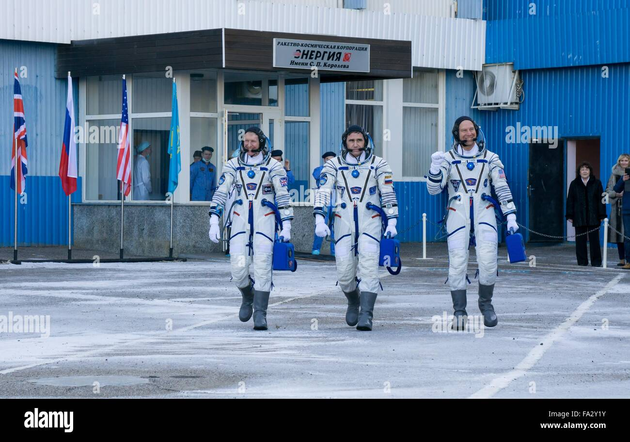 International Space Station Expedition 46 crew members depart Building 254 to launch onboard the Soyuz TMA-19M spacecraft - Stock Image