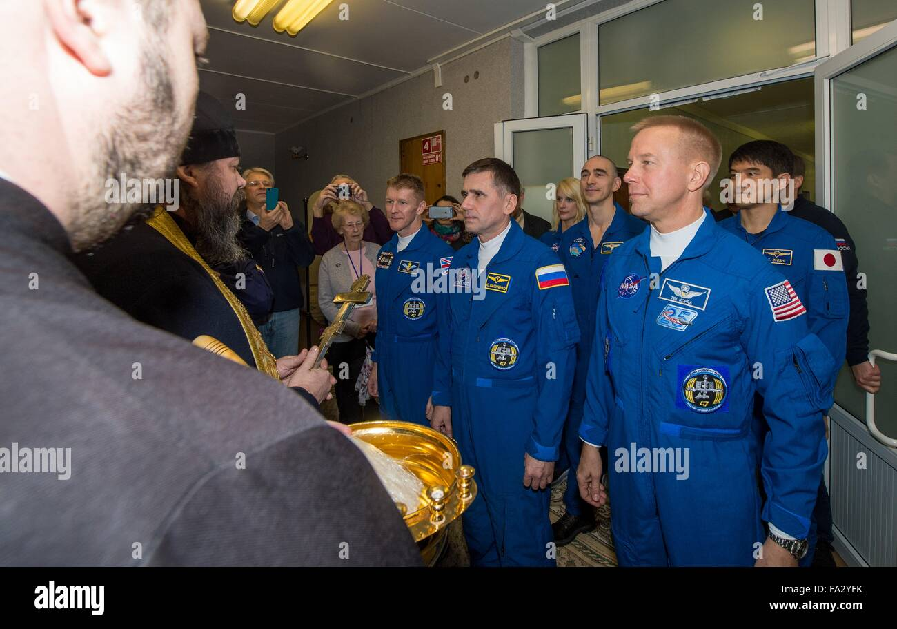 A Russian Orthodox priest blesses the Expedition 46 crew at the Cosmonaut Hotel prior to launch aboard the Soyuz - Stock Image