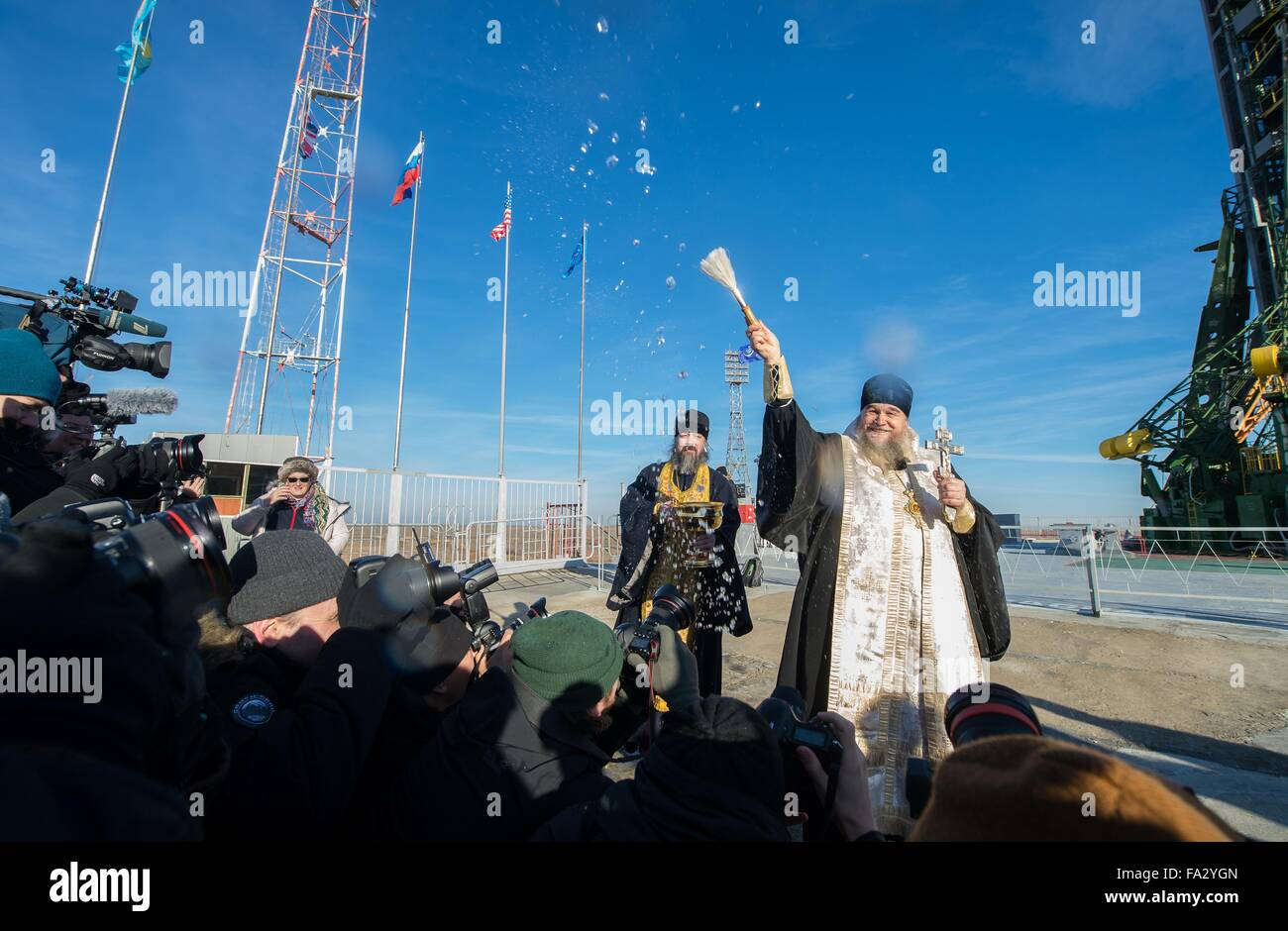 A Russian Orthodox priest blesses the Soyuz TMA-19M spacecraft at the Baikonur Cosmodrome launch pad December 14, - Stock Image