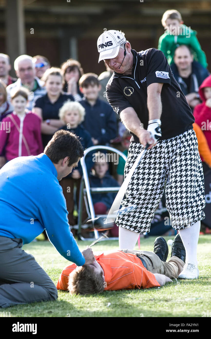 Michael Walters PGA Professional and David Edwards International Trick Golf Show The World's No.1 trick shot - Stock Image