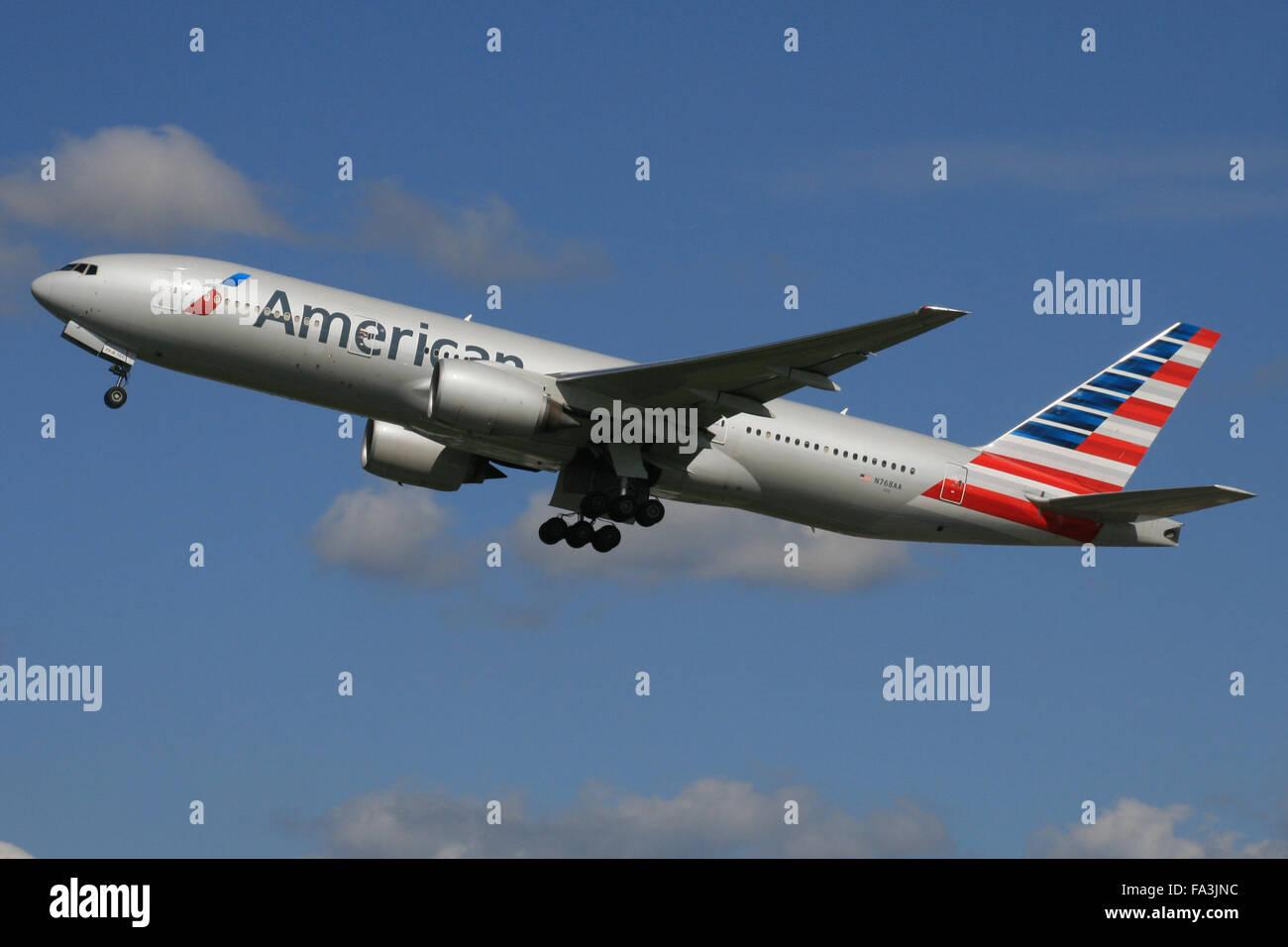 Boeing B777-200 American Airlines