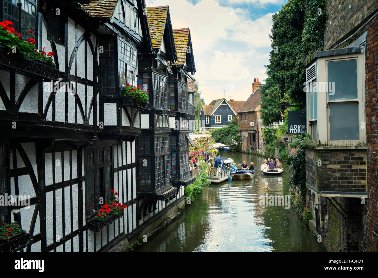 River Stour and Old Weavers House Tudor cottages in Canterbury - Stock Image
