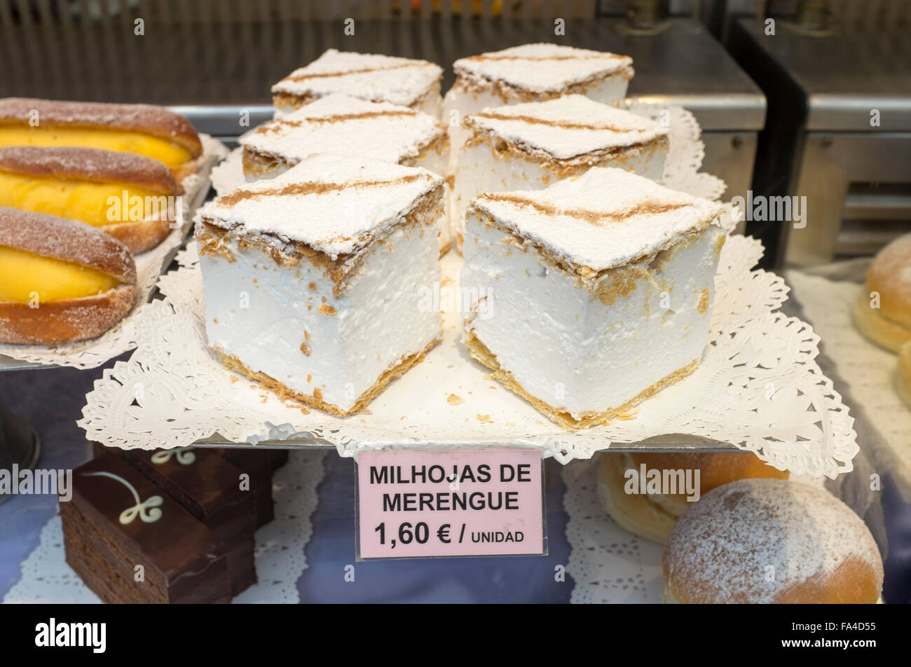 Cakes on display in La Mallorquina Patisserie in Madrid - Stock Image