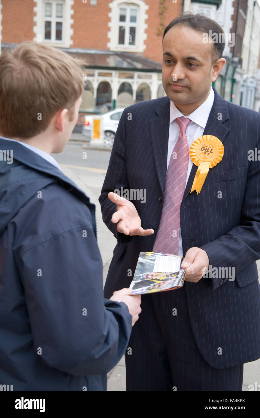 Liberal Democrat MP, Parmjit Singh Gill; canvassing for votes in the run up to the 2005 general election, Leicester - Stock Image