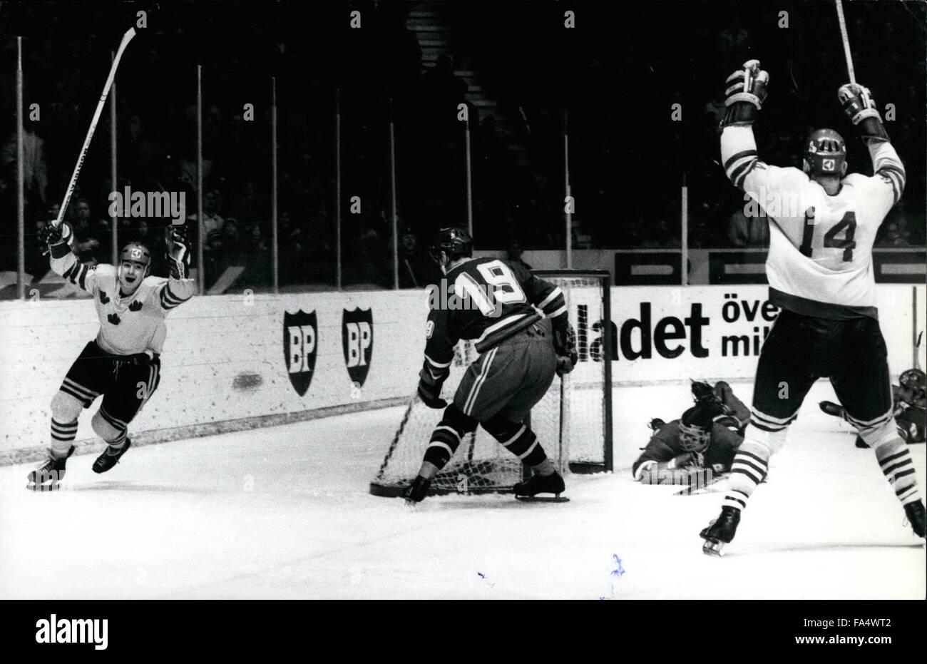 1970 - Ice Hockey World Championship Stockholm 1970, USSR-Sweden 2:2 Nr 12 Stig-Goran Johansson, Sweden, scoring Stock Photo