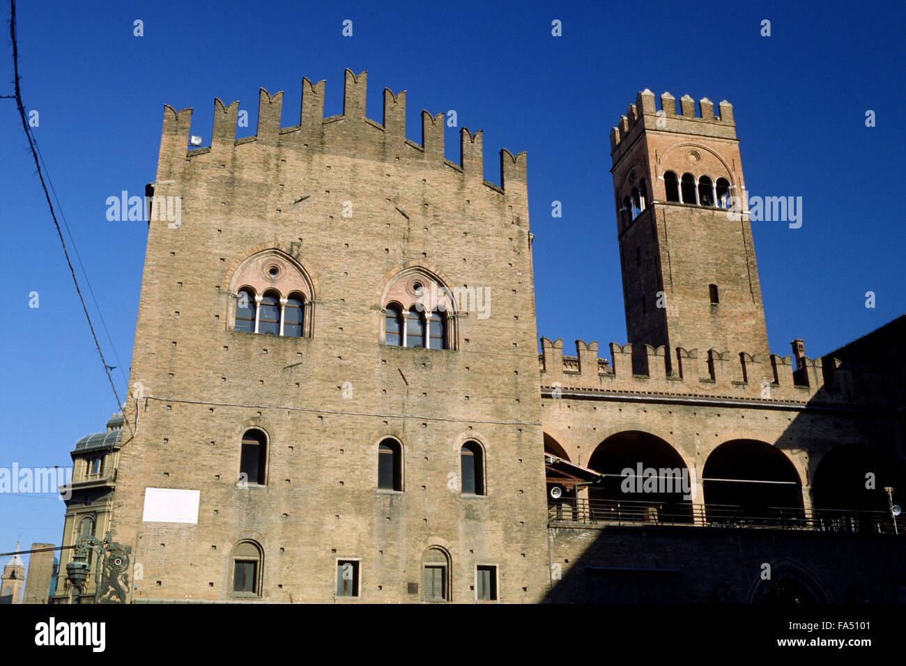 italy, emilia romagna, bologna, piazza del nettuno, palazzo di re enzo (thirteenth century) - Stock Image