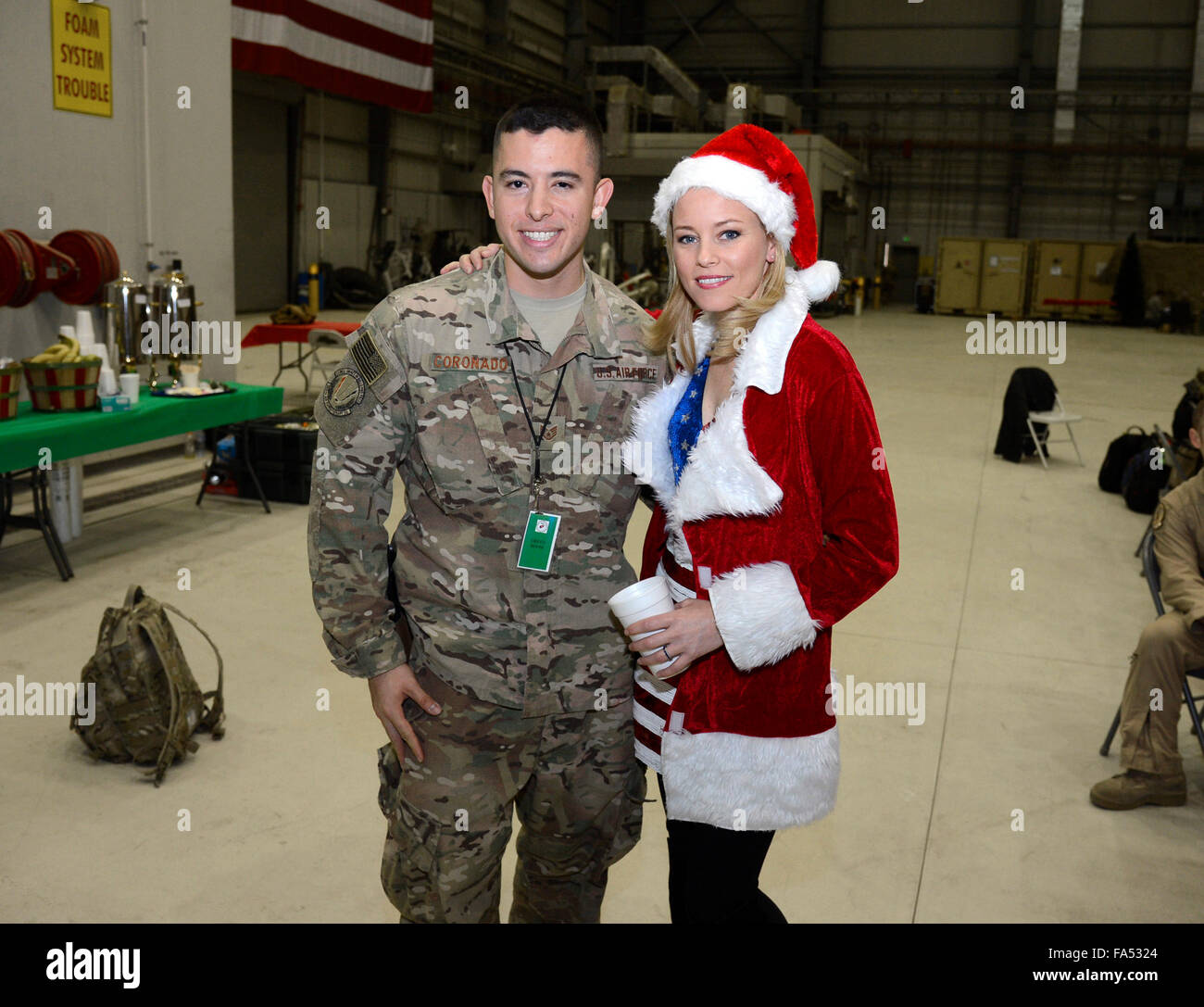 Actress Elizabeth Banks poses for a photo with an airman following the USO Christmas show for military personnel Stock Photo