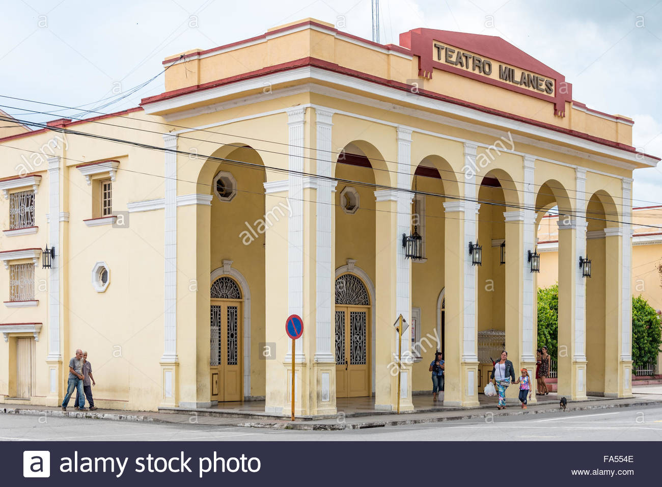 Stonecrest Mall Amc >> People Movie Theater Exterior Stock Photos & People Movie Theater Exterior Stock Images - Alamy