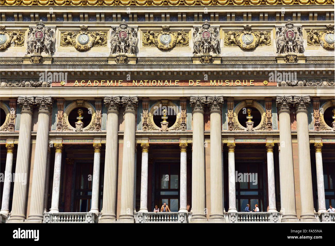Columns, fassade main entrance Opéra de Garnier with busts, musicians, Paris, Ile De Fance, France - Stock Image