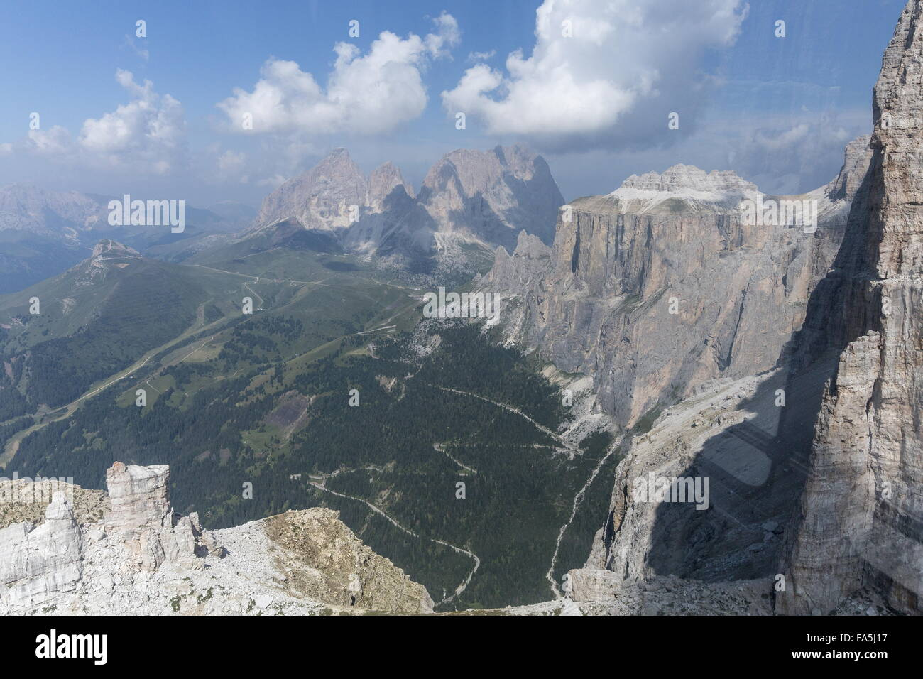 Looking west along the scarp of the Sella Group, Sella Gruppe, in the Dolomites, Italy. - Stock Image