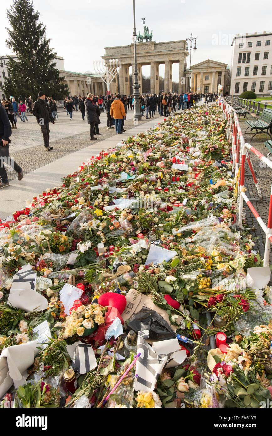 Floral tributes at Brandenburg Gate Berlin December 2015 in memory of Paris Killings - Stock Image