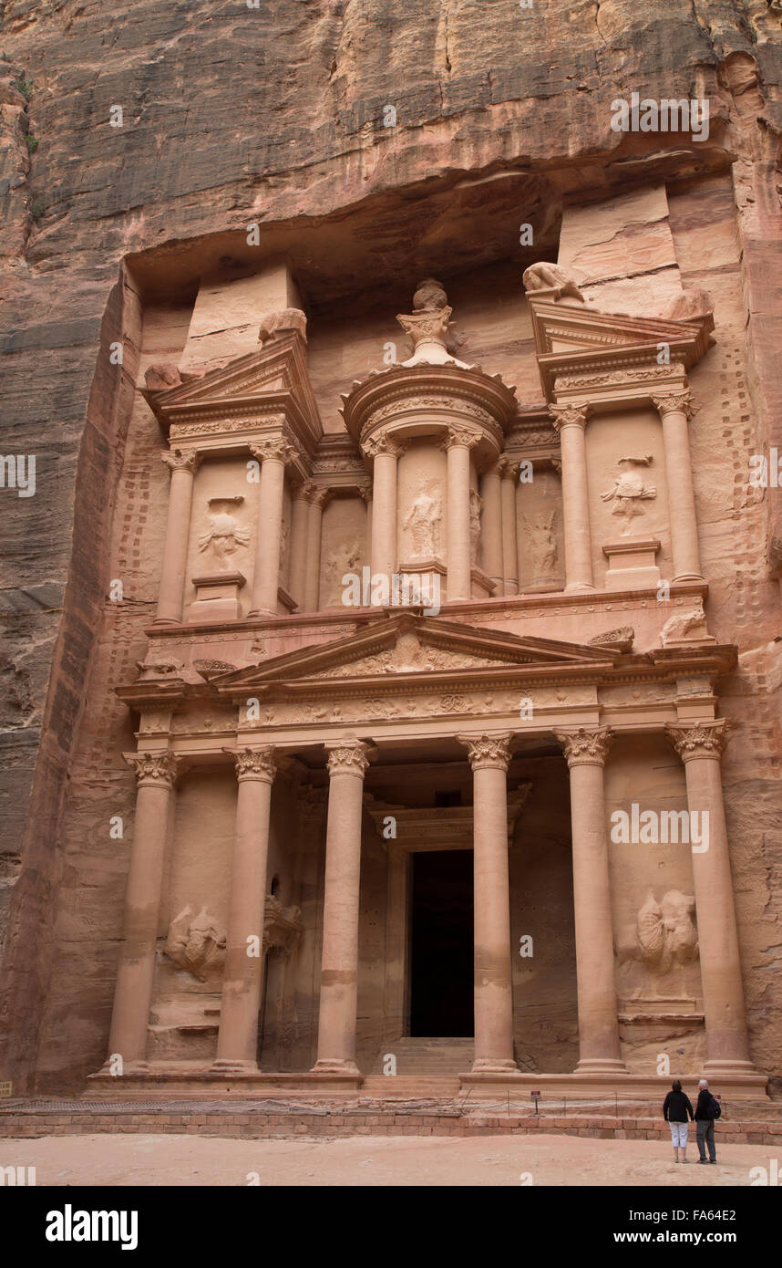 A couple in front of theTreasury, Petra, Jordan - Stock Image