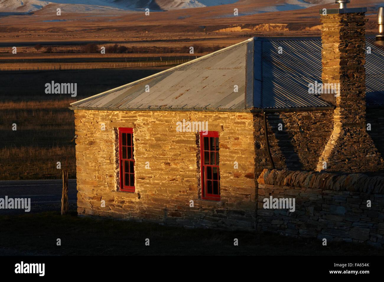 Historic stone cottage, Hills Creek, Maniototo, Central Otago, South Island, New Zealand - Stock Image