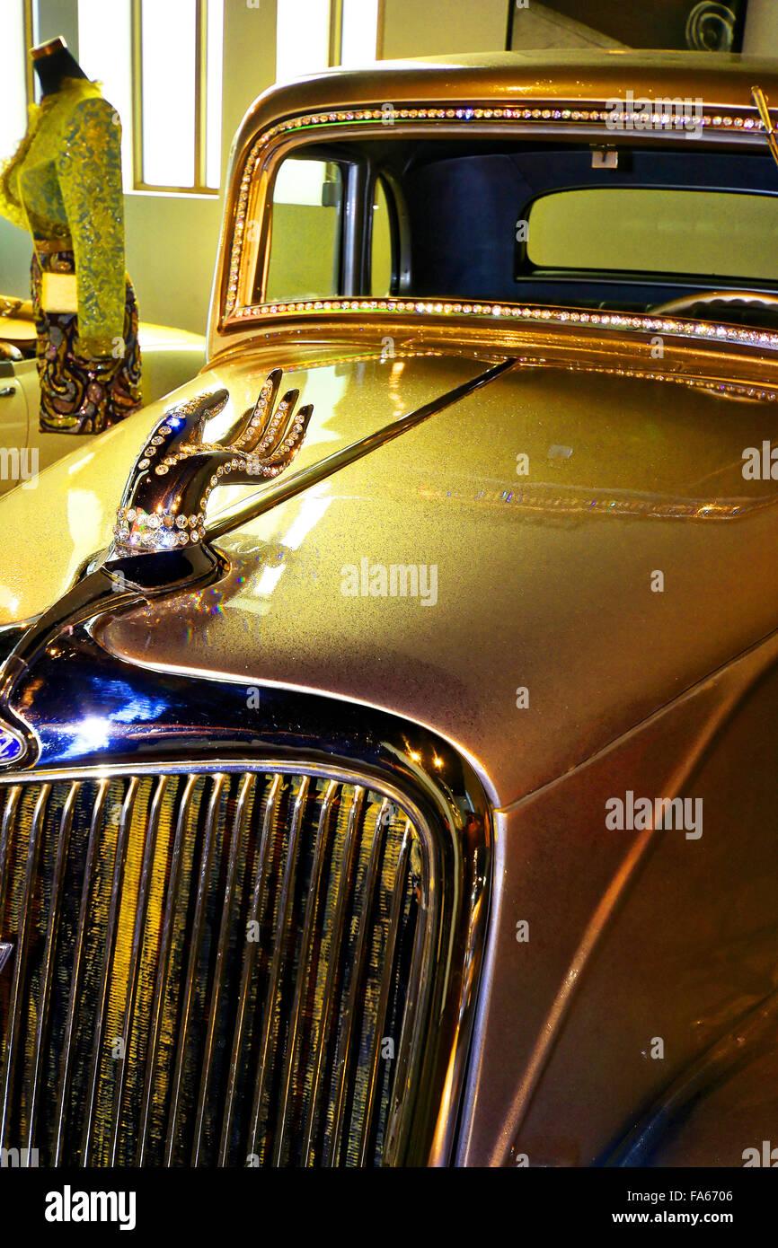 Spain Automovilistico De Malaga Ford 1934 Silver Hand Swarovski hand - Stock Image