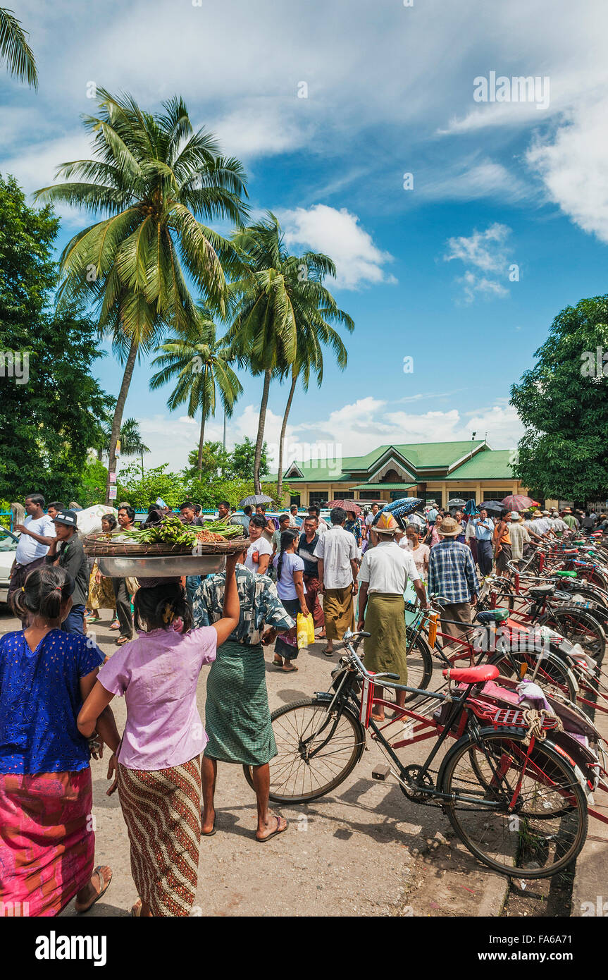 old bicycle cyclo taxi rickshaw in yangon myanmar - Stock Image