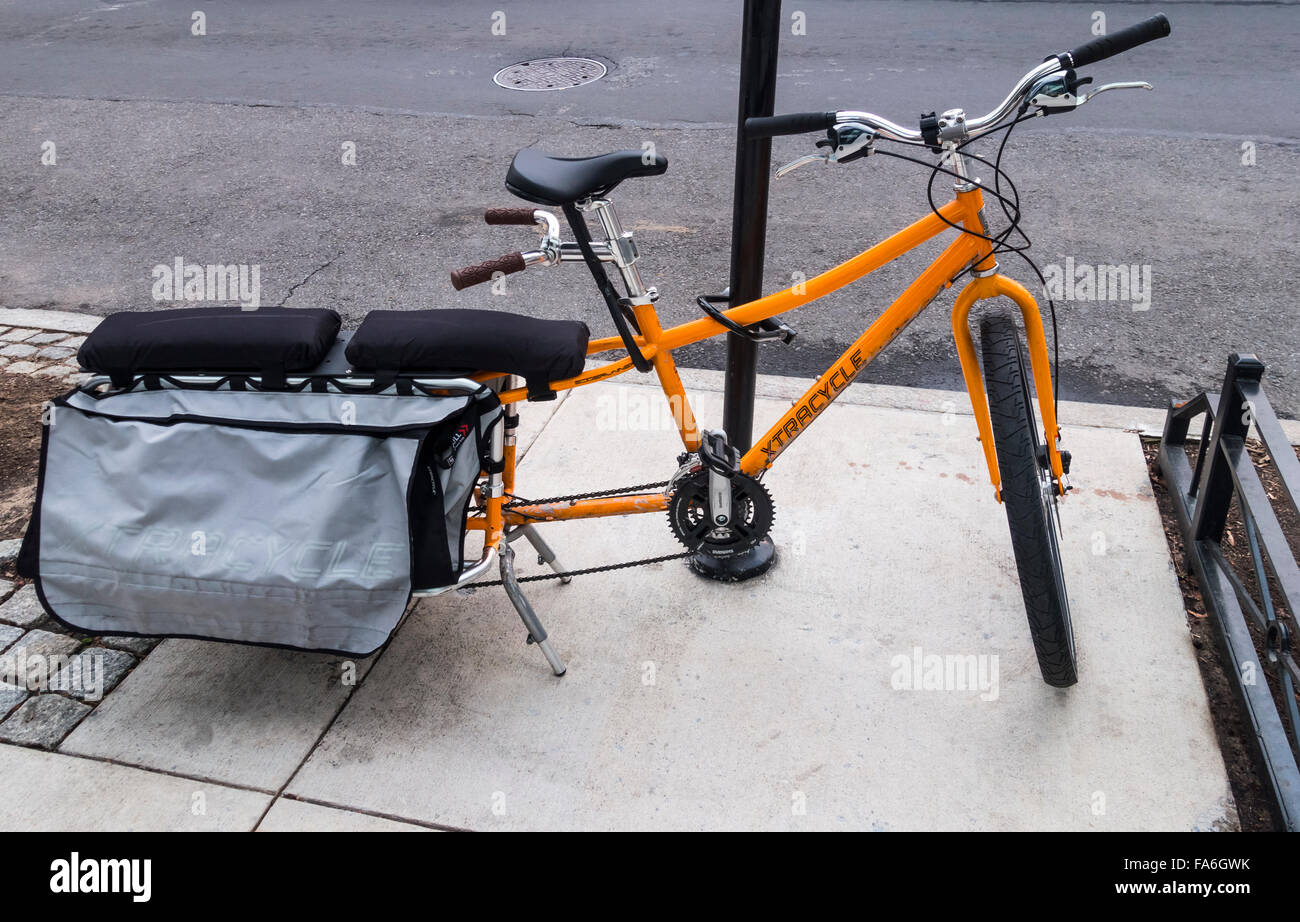 Xtracycle, a cargo bike able to carry two passengers or cargo - Stock Image