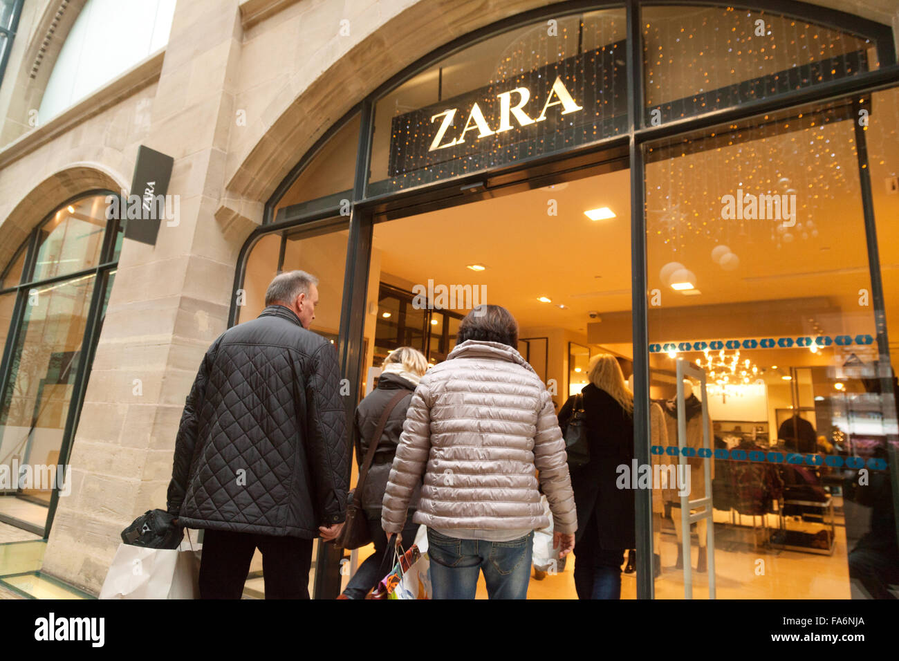 history of the famous fashon store zara marketing essay Zara is one of the world most famous bands in the clothing industry, pioneering by offering fashionable items manufactured quickly at reasonable the chain of fashion stores is the first brand developed in 1975 by the entrepreneur armancio ortega goana, founder of inditex, now one of the.