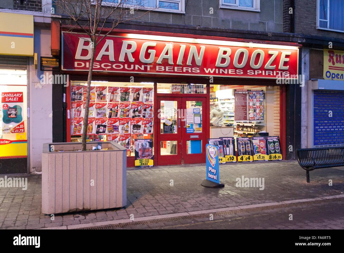 Bargain Booze shop - Stock Image